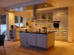 Bild der Referenz Einbauküche mit Kochinsel